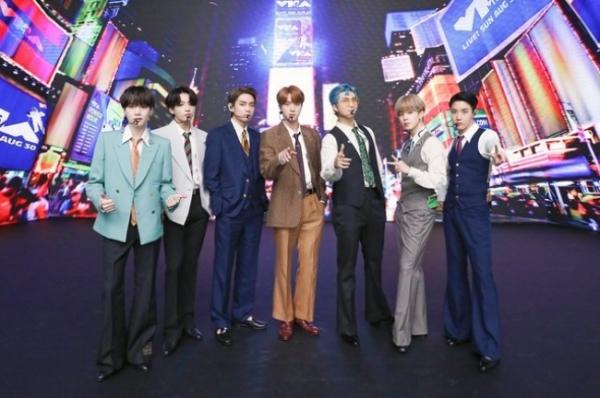 BTS 빌보드 1위, '핫 100' 정상 오르며 빌보드 새 역사 써
